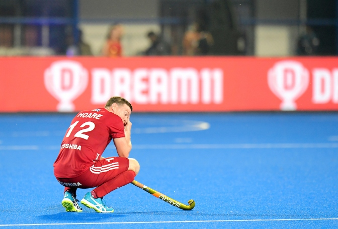 Title holders Australia make winning start as China make lacklustre England pay