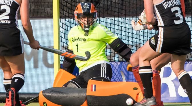 Netherlands women hold on against Germany; Dutch men snatch bonus point against New Zealand